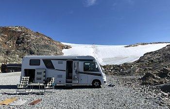 På Glaciären ovanför Odda i Norge