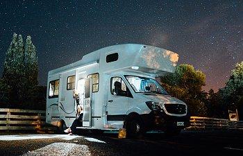 husbil-med-natthimmel.jpg