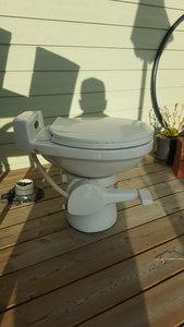 Flusch toalett med nytt pumphus.